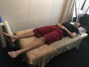 206㎝の竹内公輔選手にはベッドは小さい